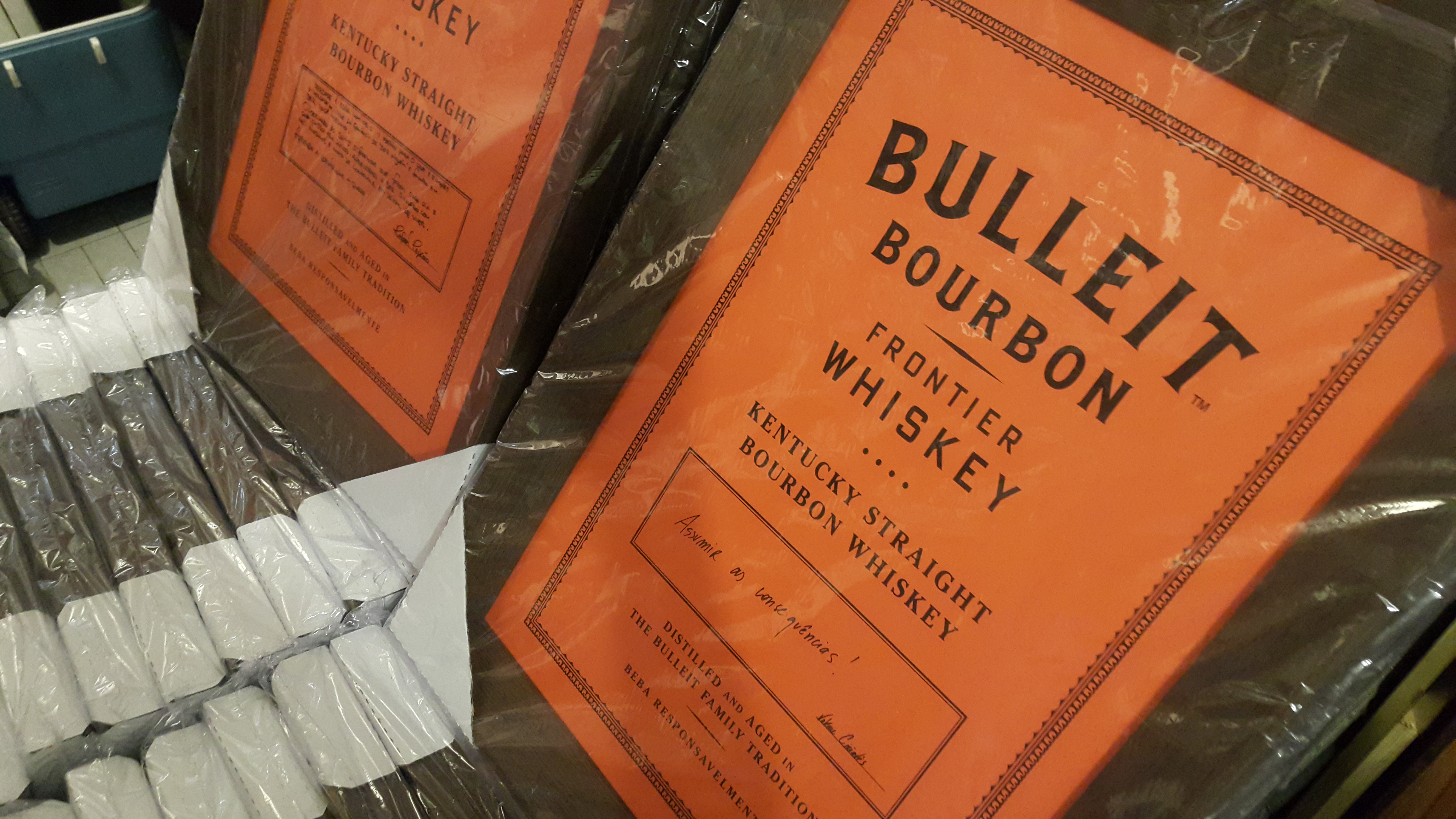 Lan amento whiskey bulleit bourbon blog online quadros for Comedores pequea os para 4 personas