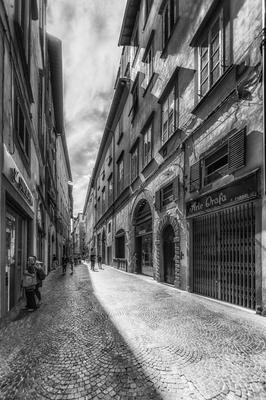Série Toscana - Pelas ruas de Lucca em PB
