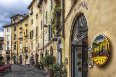 Série Toscana - Piazza dell' Anfiteatro em Lucca