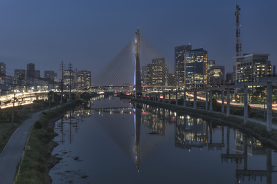 Série São Paulo - Ponte Estaiada na Hora Azul