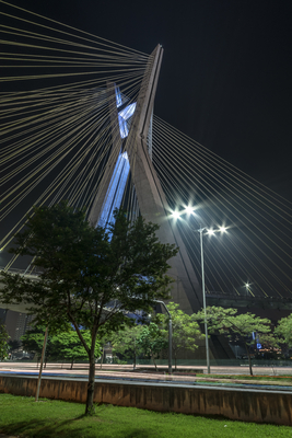 Série São Paulo - Retrato da Ponte Estaiada Noturna