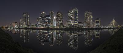 Série São Paulo - Panorâmica noturna de edifícios e seus reflexos às margens do Rio Pinheiros