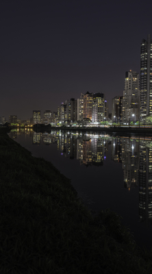 Série São Paulo - Noturna de edifícios e seus reflexos às margens do Rio Pinheiros - 1