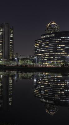 Série São Paulo - Noturna de edifícios e seus reflexos às margens do Rio Pinheiros - 2