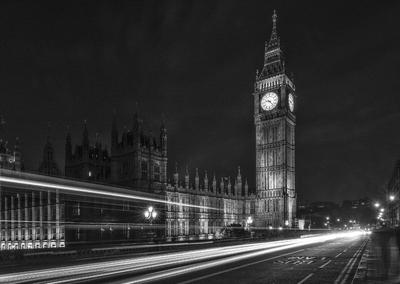 Série Londres - noturna com rastros de luz, em frente ao Big Ben e o Palácio de Westminster - PB
