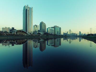 Série São Paulo - Tonalizadas - Skyline de prédios e seus reflexos às margens do Rio Pinheiros