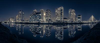 Série São Paulo - Tonalizadas - Noturna do skyline de prédios e seus reflexos às margens do Rio Pinheiros