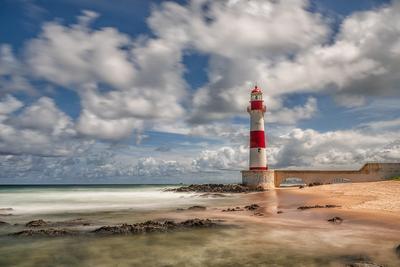 Série Salvador – Farol de Itapuã, longa exposição com mar em tons de verde, Bahia
