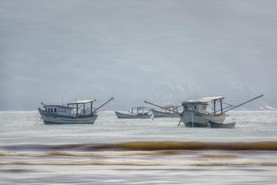 Série Guarujá - Barcos pesqueiros ancorados na Praia de Perequê
