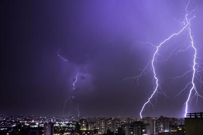 Série Raios - Face de uma tempestade