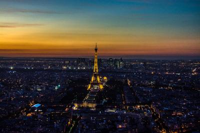 Série Paris - Torre Eiffel caindo a noite