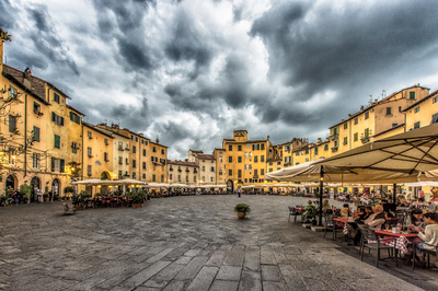 Série Toscana - Lucca Piazza dell Anfiteatro