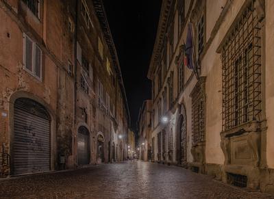 Série Toscana - Pelas ruas de Lucca à noite