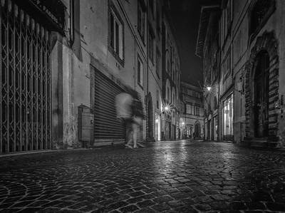 Série Toscana - Pelas ruas de Lucca à noite 2 - PB