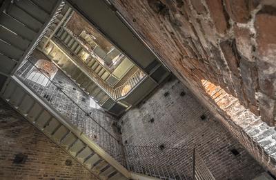 Série Toscana - Escadas da Torre Guinlgi em Lucca