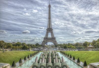 Série Paris - A Torre e o Chafariz desligado