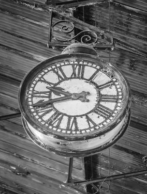 relógio e estação