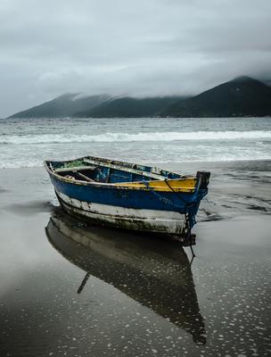 pequeno barco de pesca