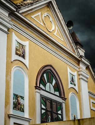 fachada com santos