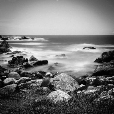 pedras e mar em florianópolis