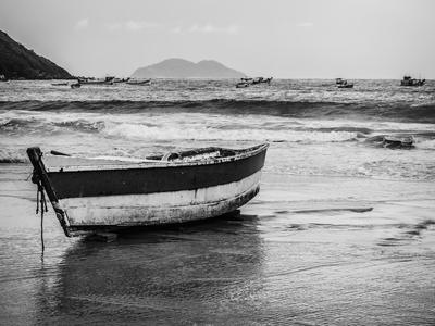 barcos a beira mar _em