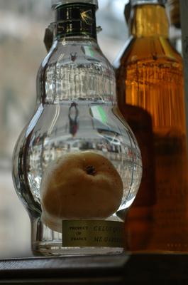 GARAFA DE ALCOHOL DE PERA EN PARIS