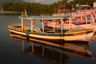 barcos de pescadores em paraty