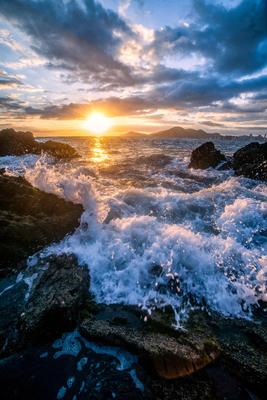 Nascer do sol nas ondas