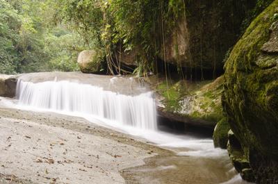 Véu na cachoeira - Trindade - RJ