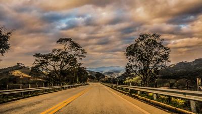 Pela estrada afora
