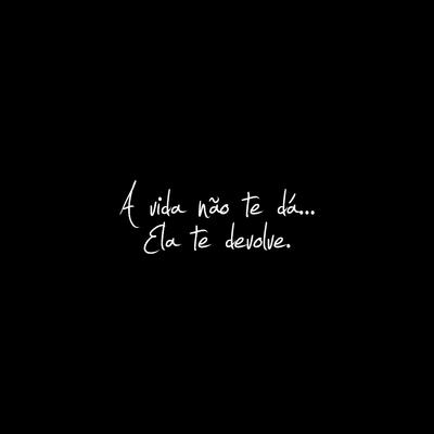 A vida não te dá ela te devolve fundo preto quadrado
