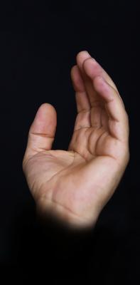 Agradecimento a Deus, mãos ao céu. (H-2)