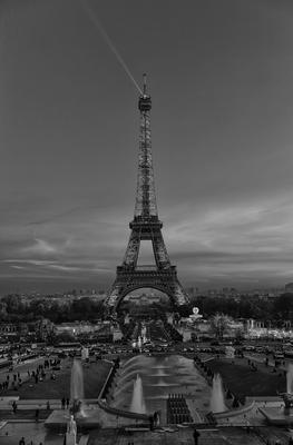 Torre Eiffel P&B Norturna