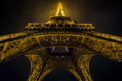 Torre Eiffel à noite.